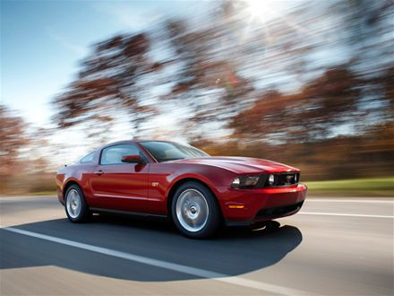 0812_02_z+2010_ford_mustang+side